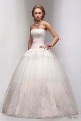 Сдам в прокат красивое свадебное платье фирмы Florence Роза ветров