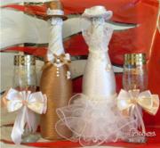 Услуги по декорированию и свадебному оформлению бутылок и бокалов.